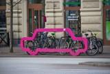 Awantura o kształt stojaków na rowery w budżecie obywatelskim Łodzi. Kierowcom nie podoba się forma stojaków na rowery!