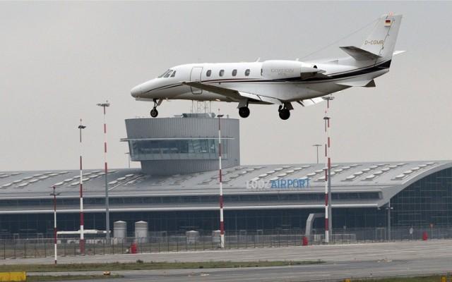 Łódzkie lotnisko bez rządowego dofinansowania. Na kolejnych slajdach galerii zdjęć sprawdź, ile ze 142 mln zł otrzymały inne lotniska.   przejdź do galerii zdjęć