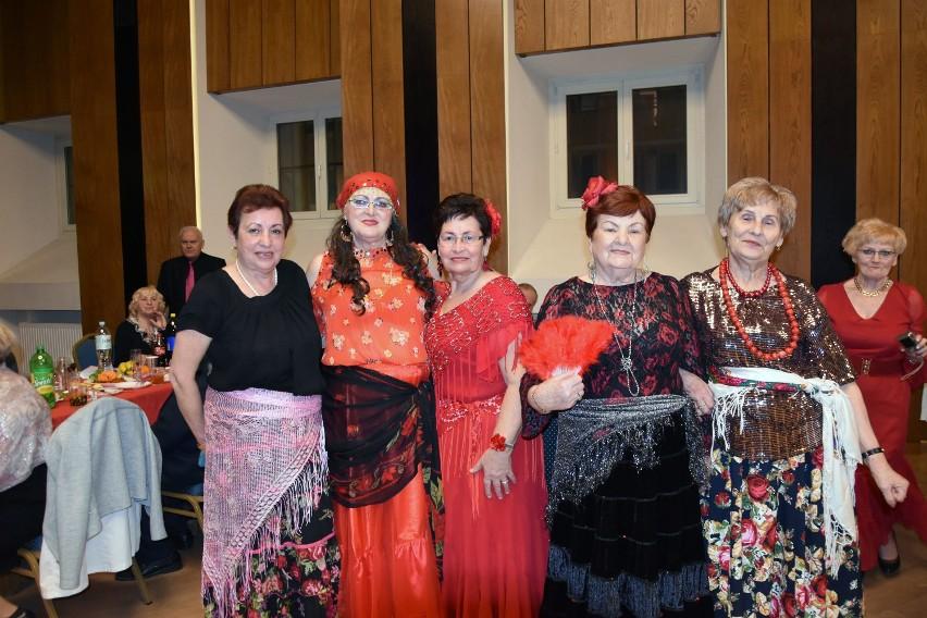 Legnica. Pokaz mody na Dzień Kobiet w Sali Królewskiej Akademii Rycerskiej
