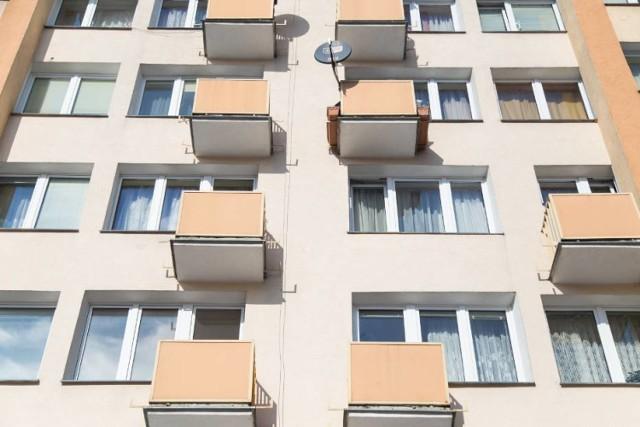 Ceny mieszkań w Warszawie zbliżają się do rekordowego poziomu. Portal sonarhome.pl prognozuje, że wkrótce za metr kwadratowy w stolicy będziemy średnio płacić 9191 zł. Tak drogo nie było jeszcze nigdy. Dokąd dojdą ceny nieruchomości w Warszawie i które dzielnice stają się obecnie najdroższe?   Pełny raport o aktualnych cenach mieszkań w Warszawie przeczytasz na kolejnych stronach ------>  DALSZA CZĘŚĆ RAPORTU NA KOLEJNEJ STRONIE --------------------------------------------------