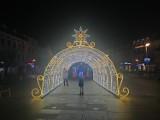 Iluminacja świąteczna w Brodnicy 2020. Znamy koszt i szczegóły dotyczące nowej dekoracji zrobionej przez pracowników PGK. Zobaczcie zdjęcia