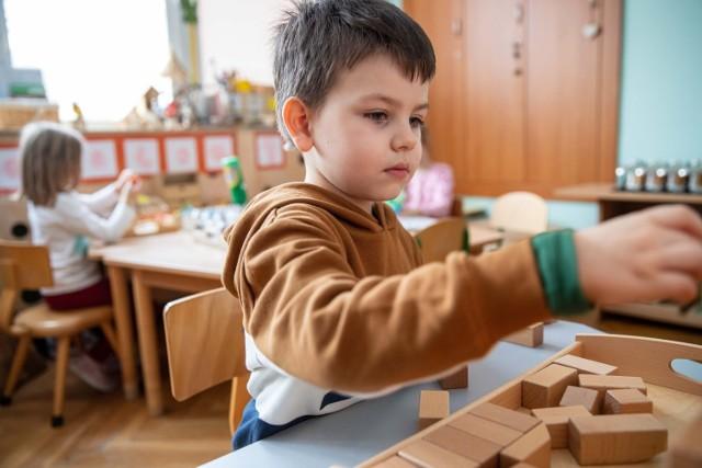 Frekwencja w przedszkolach czy żłobkach w regionie nie jest jeszcze najgorsza, ale już sporo dzieci łapie infekcje. Te, które są zdrowe, mogą przyjść, spotkać się z rówieśnikami i pobawić