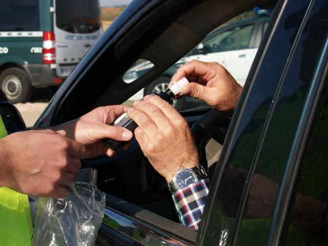 Brzeska policja zatrzymała trzech pijanych kierowców.