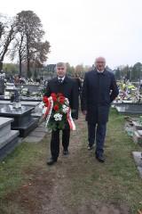 Żarki: Groby żołnierskie odwiedził wicewojewoda, wójt i przedstawiciele służb mundurowych [ZDJĘCIA]