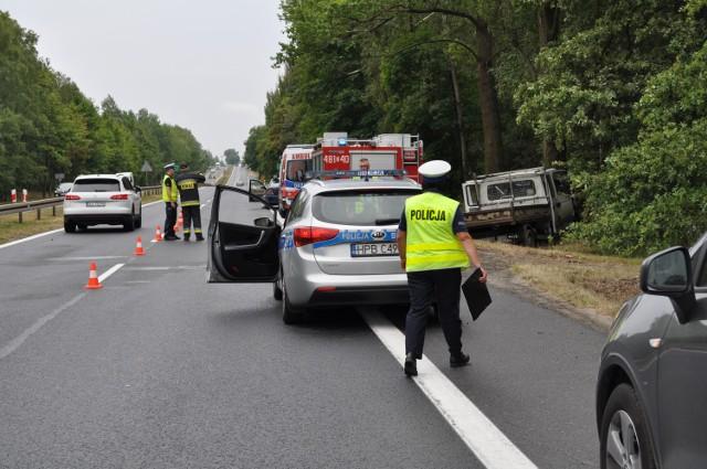 Wypadek na S3. Samochód zjechał do rowu. Nie żyje jedna osoba