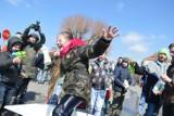 Tutaj lany poniedziałek jest niesamowity! Tradycyjny śmiergust w Wilamowicach (ZDJĘCIA)
