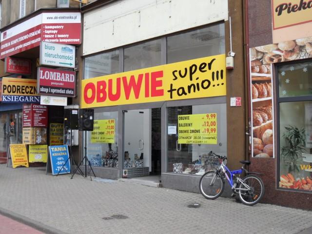 """Tanio, dla każdego, taniej... nowy sklep z butami na """"Wolce""""!"""