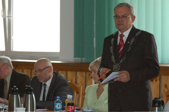 Burmistrzowie Czerska bronią decyzji o likwidacji szkół i przekształcenia je w filie