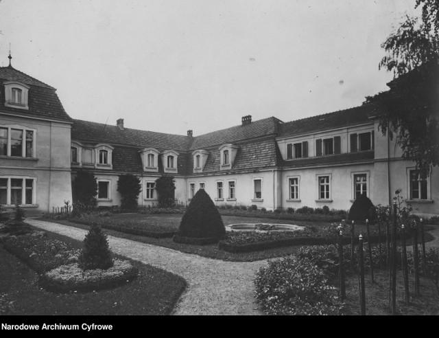 Smogulec. Pałac hrabiego Bogdana Hutten-Czapskiego