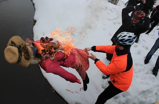 W sobotę odbyło się IV Rowerowe Topienie Marzanny z Niedźwiedziem. Na imprezę przyjechała tylko garstka miłośników dwóch kółek.