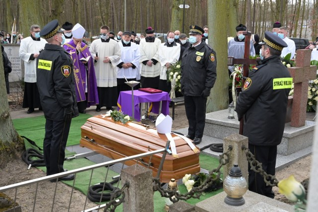 Na cmentarzu farnym w Grudziądzu pochowano ks. infułata Tadeusza Nowickiego