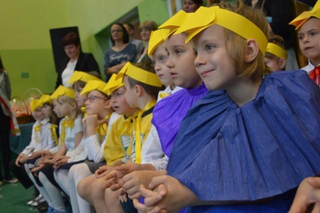 Bełchatów: Ślubowanie pierwszaków w Szkole Podstawowej nr 8