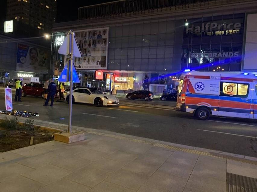 Śmiertelny wypadek na Marszałkowskiej w Warszawie. Aktywiści: to motoryzacyjny patoinfluencer zabił pieszego