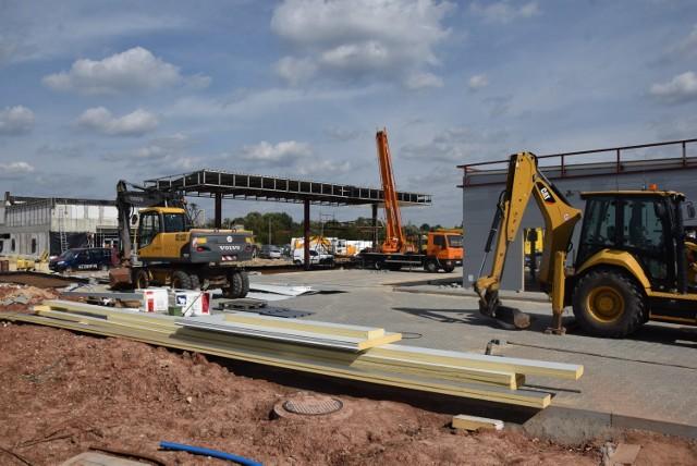 Nowa stacja paliw sieci Shell powstaje obok budowanej przy ul. Wojska Polskiego restauracji McDonald's.