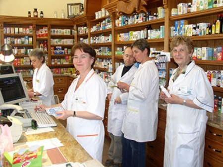 Od lewej: Brygida Białozur, Małgorzata Biesok – kierowniczka apteki, brat Jerzy Berger, Joanna Stoszek i Wanda Slezak. Andrzej Czerny