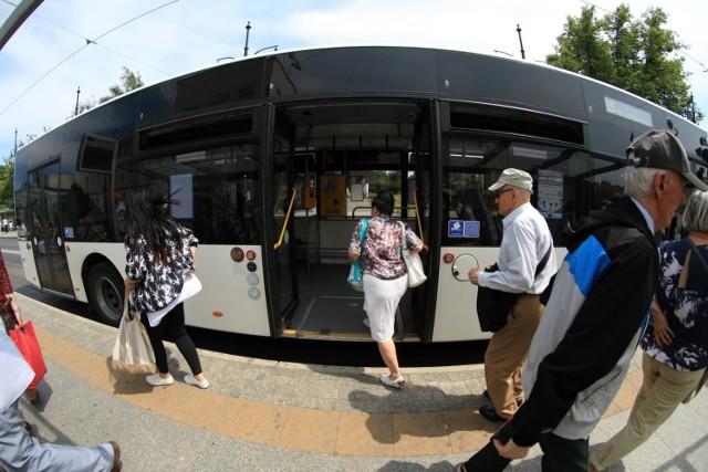 Czy klimatyzacja jest rozsadnikiem koronawirusa - zastanawiają się pasażerowie miejskiej komunikacji
