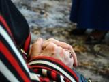 Bydgoszczanka ma 87 lat, syn - 57. I mają jedno marzenie: prysznic w łazience