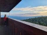 Góra Zakochanych. Zachód słońca z wieży na Górze Modyń jest magiczny, to idealne miejsce na romantyczną wycieczkę [ZDJĘCIA]