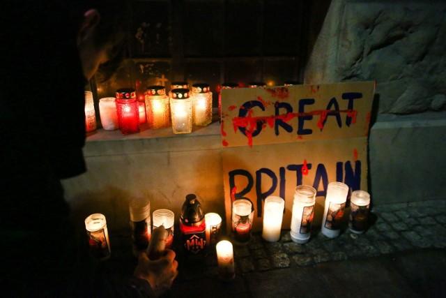 W środę, 27 stycznia, z inicjatywy krakowskiego koła Młodzieży Wszechpolskiej przed Konsulatem Wielkiej Brytanii przy ul. św. Anny w Krakowie modlono się za duszę Polaka, który zmarł w szpitalu w Plymouth.