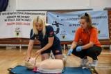 Pierwsza pomoc przedmedyczna może uratować życie. Młodzieżowi siatkarze Trefla Gdańsk są po dodatkowych warsztatach
