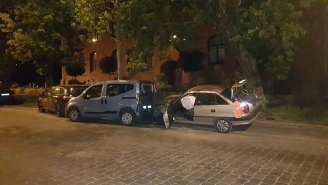 Pijany kierowca opla uszkodził trzy auta.