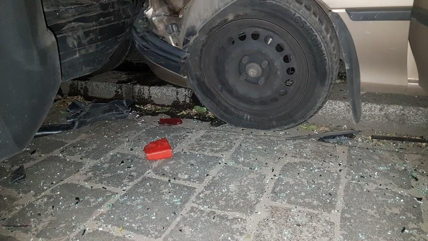 Rajd w centrum Wrocławia. Pijany kierowca, kilka rozbitych samochodów [ZDJĘCIA]