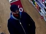 Policjanci z Pruszcza Gdańskiego szukają sprawcy kradzieży towaru z jednej z drogerii. Rozpoznajesz go?