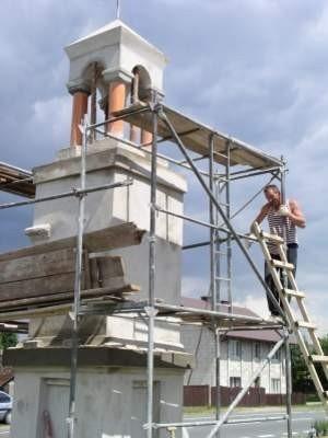 Dobiega końca remont przydrożnej kapliczki w Rytlu.