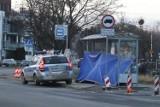 Wrocław. Dramat na przystanku autobusowym na Psim Polu: nie żyje mężczyzna (ZDJĘCIA)