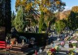 Cmentarze znowu otwarte. Spacer po nekropolii przy ul. Piaskowej w Puławach. Zobacz zdjęcia