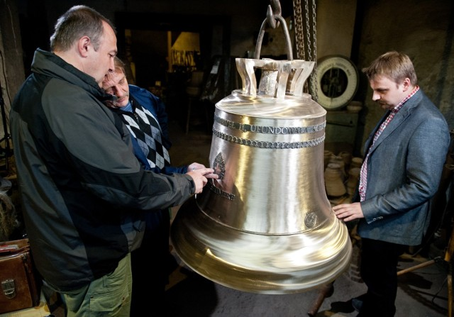 Dzwony z Przemyśla to klasa sama w sobie! Tradycja odlewni dzwonów Jana Felczyńskiego sięga początków XIX wieku i jest przekazywana z pokolenia na pokolenie nieprzerwanie od 1808 r. Jest to jedyna odlewnia dzwonów w Polsce, która poddaje się badaniom kampanologicznym oceniającym parametry akustyczne dzwonu.