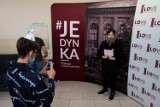 """""""Godzina dla Norwida"""" w I LO w Bydgoszczy. Uczniowie świętowali 200. urodziny patrona szkoły [zdjęcia]"""