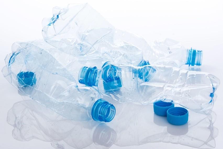 Woda mineralna jest lepsza dla zdrowia niż kranówka, ale nie...