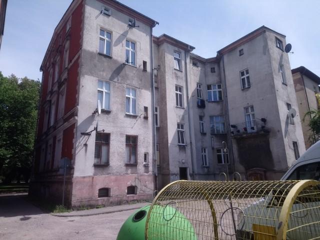 Ul. Szarych Szeregów 5 mieszkanie o powierzchni użytkowej 77,75 m2 z dwoma pomieszczeniami przynależnymi o łącznej pow. użytkowej 16,98m²