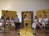 """Młodzież """"Królówki"""" w hołdzie Papieżowi Janowi Pawłowi II [zobacz zdjęcia]"""