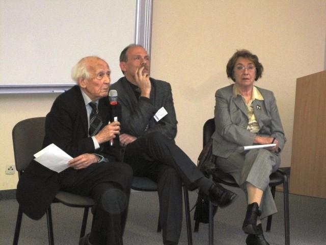 Zygmunt Bauman na Uniwersytecie Gdańskim. Na wykładzie profesora pojawili się przedstawiciele ONR