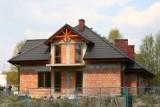 Dom na wsi – marzenie warte ponad pół miliona. Polacy budują coraz mniejsze domy