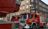Katowice: Akcja strażaków w Szopienicach. W kamienicy było pełno dymu [ZDJĘCIA]
