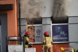 Niedzielny pożar w Białej Podlaskiej. Dym wydobywał się z apteki