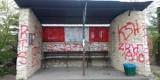 Zdewastowany przystanek w Ksawerowie nareszcie zostanie odmalowany