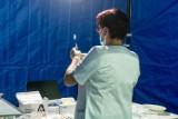 Szczepienia: Celebryci często demonstrują postawy antyszczepionkowe i są po prostu szkodnikami społecznymi - ocenia psycholog społeczny