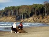 Niedzielne spacery na plaży w Ustce. Piękna pogoda zachęcała do aktywności fizycznej