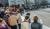 Tłumy bydgoszczan czekały w kolejce po wejściówki na koncert z okazji 672. urodzin Bydgoszczy [zdjęcia]