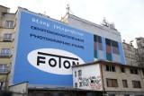 ''Foton'' wrócił na Pragę. Legendarny mural znów zdobi kamienicę przy Targowej 15