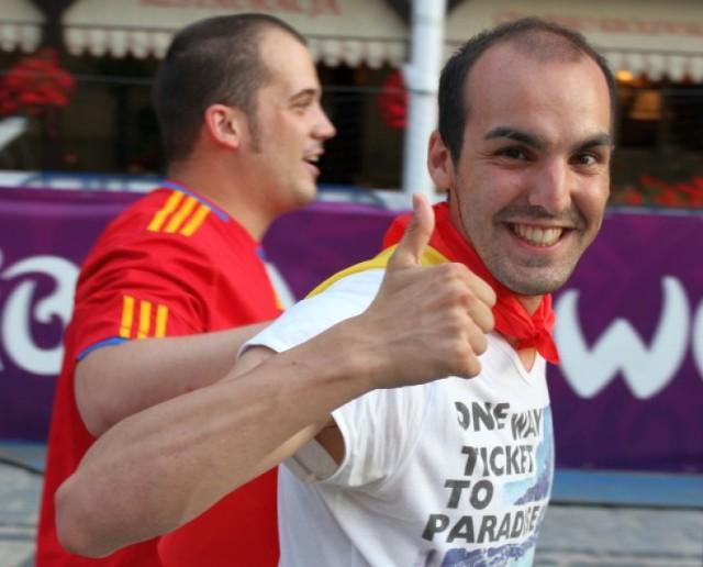 Zobacz zdjęcia fanów, którzy dopingowali Hiszpanów i Włochów w ...
