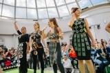 Wielki Pokaz Mody z Recyklingu odbył się w Warszawie. Na wybiegu pokazały się gwiazdy, podziwiały je tłumy