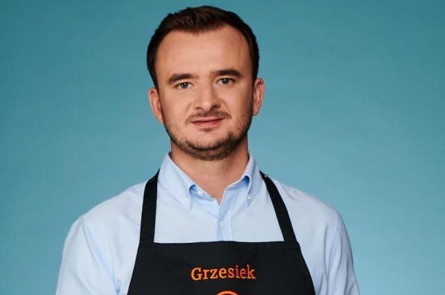 """- Gotowałem z mamą, z babcią, z rodzeństwem. Lubiłem być w kuchni, coś robić, pomagać. Zawsze też słyszałem: """"Choć Grzesiek, spróbuj, posmakuj, zobacz, czego brakuje, jak doprawić"""" – opowiada Masterchef Grzegorz Zawierucha"""