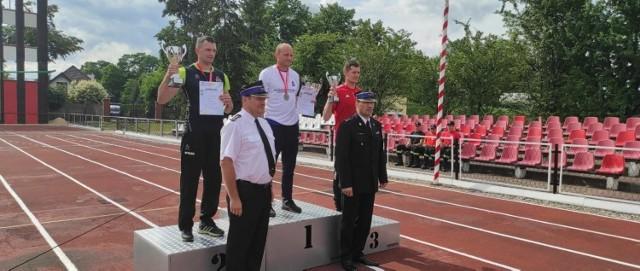 Mistrz Polski z pożarniczym torze przeszkód jest z KP PSP Chełmno. To Piotr Gross