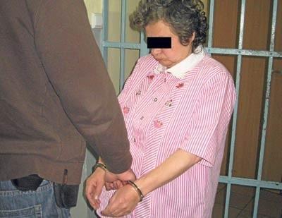 50-letnia Bernadetta Z. w drodze do aresztu