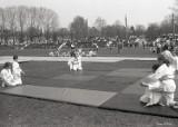 Judocy i akrobaci ze Szczecinka w latach 80. XX wieku. Zdjęcia z majowego pikniku GALERIA